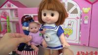 亲子互动, 小萝莉开超酷玩具车带玩偶出来玩, 给玩偶洗头发真棒呀
