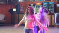 穿牛仔裤姑娘也可以跳肚皮舞-