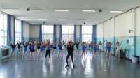 舞蹈老师带着全班女生热舞C哩C哩, 老师跳的真好!