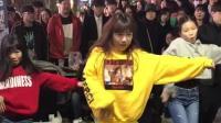 韩国街头舞蹈公演团队的小姑娘