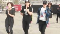超酷佛歌广场鬼步舞《愿做菩萨那朵莲》, 3位美女跳的太好看了