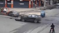 两车相撞冲上人行道 电光火石间路人神闪避