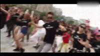啥叫万人空巷 看看邓超在广州广场的尬舞你就懂了!