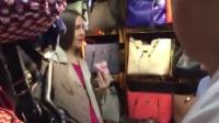 外國女孩上海連偷三個包 被老板娘當場抓回