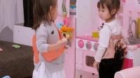 三岁萌娃的塑料姐妹情, 咘咘和小朋友抢玩具的小心机, 笑死我了!