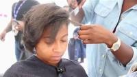 非洲妹纸头发天生蓬松杂乱, 拉直后, 气质堪比女神!