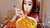 韩国大胃王Dorothy欧尼, 自制年糕炒粉皮, 美女天天吃宽粉没够!