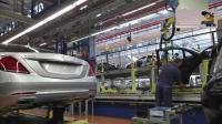 价值269.8万元的奔驰S级轿车组装全过程, 喜欢装车标的美女