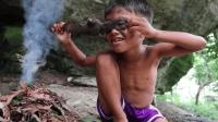 6岁男孩和哥哥户外生存, 荒野抓蝙蝠烤着吃, 看的浑身起鸡皮疙瘩