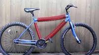 超级减震自行车, 用弹簧替换三根大梁, 猜猜结果会怎样