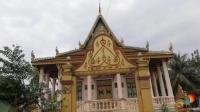 柬埔寨金边街头: 寺庙随处可见, 见到时尚的西方背包女孩不要奇怪