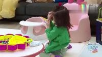����给玩具穿线好着急, 自己跟自己生闷气: 好奇怪, 怎么坏掉了!