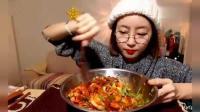 吃播美食: 韩国美女欧尼吃海鲜大杂烩, 好吃到停不下来!