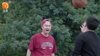 不为赚钱只是当初的热爱  小伙街头展示高超花式篮球技艺