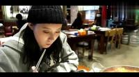美食吃播: 美女带你吃韩国辣鸡块年糕锅+烤鱼, 超好吃!