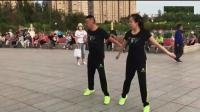 广场舞鬼步舞《若有缘再相见》, 兄妹俩的配合太美了, 好看