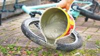 用混凝土填充越野自行车轮胎是什么体验? 网友: 隔着屏幕都能感受!