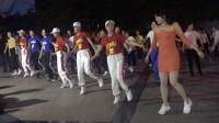 点击观看《广场鬼步舞视频 长腿美女广场上跳曳步舞看3遍都不过瘾》