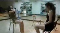 性感美女教练贴身热舞 如何让