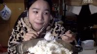 """[22爱吃饭的妹子]""""爆浆""""腊肠蒸米饭~ 吃播"""