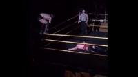 WWE NXT现场秀实拍芬·巴洛尔受伤视频