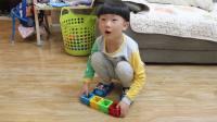 [小宝乐玩]小宝做磁力片球