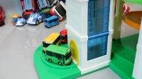 机工作挖掘机表演 汽车总动员玩具视频