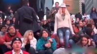 嘻嘻娱乐 2015 4月 阿根廷嫩模为艺术上街宣传 摆pose任拍 150405 性爱帮派 完整版相关视频