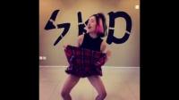 美女发明掀裙子舞蹈