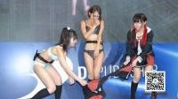 日本电竞展惊现美女互撕衣服 短裙都不放过 161007