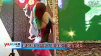 [拍客]深圳高交会钢管舞女郎惹火表演吸引数百观众围观 Sarong Banggi相关视频