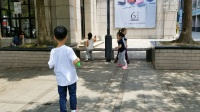 妍妍和朋友一起玩泡泡游戏20180513_113422