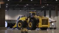 这是个巨无霸 在世界上最大的轮式装载机 超级铲车