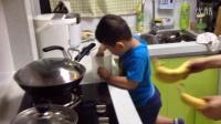 【4岁】6-28哈哈跟妈妈一起做香蕉冰激凌IMG_6286
