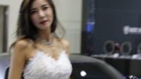 韩国性感车模      允美珍   白色蕾丝短裙 [2017 国际汽车展] BY 圈圈.NET