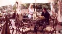 巨乳美女服务员给众男送福利 hindi movie 搞笑视频
