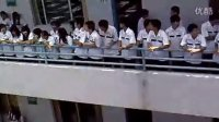 2012河浦中学集体高二学生为高三学子加油