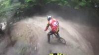 视频: Fabien这次用BMX车参加山地车速降比赛,看的我也是醉了