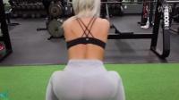 健身女神示范性感训练