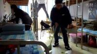 青岛滨海学院 冬天男生宿舍大扫除301