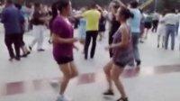 吉林松原广场舞--(繁荣小区--经典两美女组合快四)