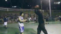 加里佩顿在韩国首尔和当地人打篮球