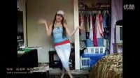 沙特阿拉伯女孩,蓝吊带上衣服牛仔裤,民族特色舞蹈展示
