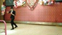 英格尔科技春晚 舞王迈克 狂跳搞笑骑马舞 旗袍美女现场献玫瑰花
