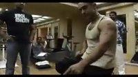 阿米尔汗为拍摄《未知死亡》健身花絮2(流畅)_320x240_2.00M_h.