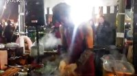 视频: [拍客]烤串大叔热舞嗨翻全场 东星游戏招商平台