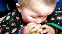 红苹果脸蛋小孩 长途车上卖萌《睡觉吃馒头干》