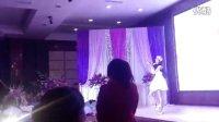 简阳浪漫婚礼现场,两位美女小提琴激情四射的演出!