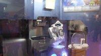 全球首发全智能软冰淇淋机器人亮相2013中国国际特许加盟展