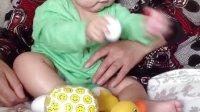 8个月婴儿对形状彩蛋玩具